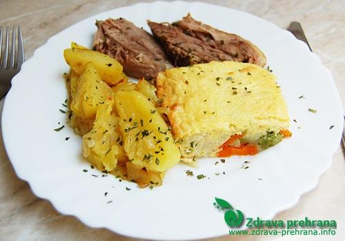 Pečena jagnjetina, gratinirana zelenjava in pečen krompir