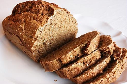 Pirin kruh brez kvasa in jajc